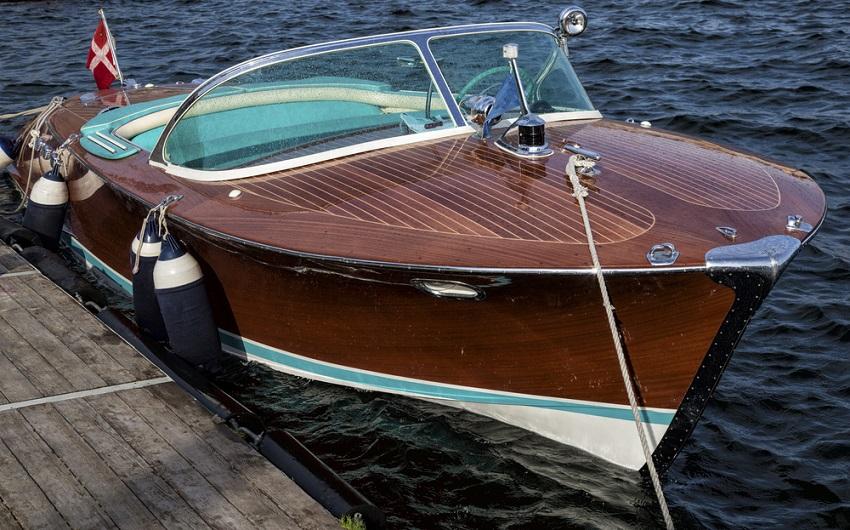 Mahagoni holzboot  Antifouling | Der beste Schutz für Ihr Boot - Coatings.ch