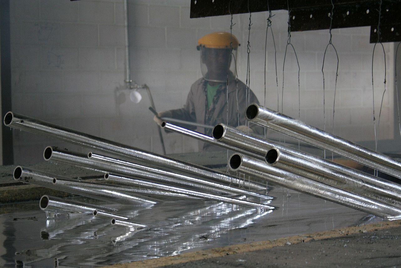 Feuerverzinken ist gängige Korrosionsschutzbeschichtung Stahl