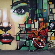 Grossflächiges Züricher Graffiti auf Beton