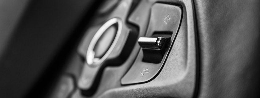 Kunststoffbeschichtung in Autos Konsole