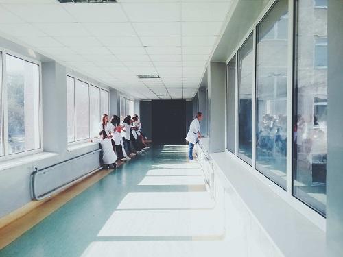 Antimikrobielle Beschichtungen im Gesundheitswesen auf Boden und Wand