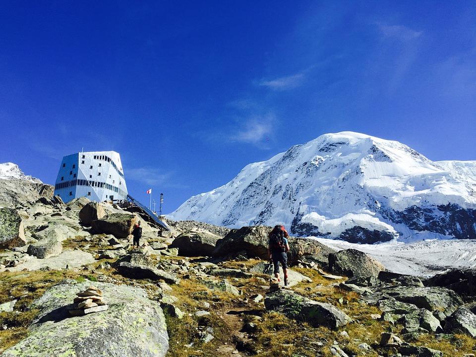 Ohne Bandbeschichtung sähe die Hülle der Zermatt Monte Rosa Hütte völlig anders aus.