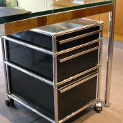 Moduläre Büromöbel von USM sind die bekanntesten pulverbeschichteten Designmöbel der Schweiz